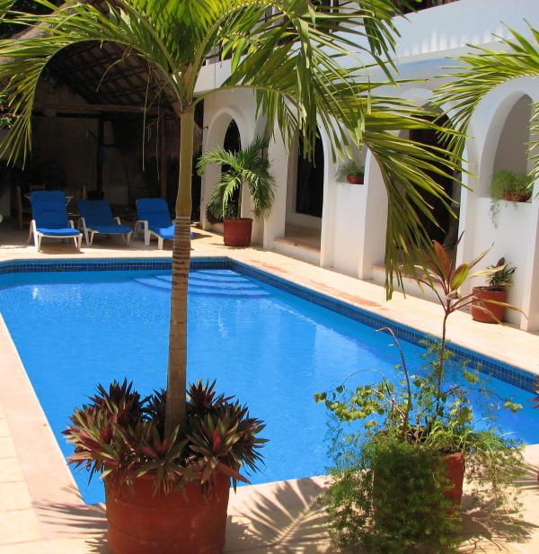 Pool area - Studio 2 minutes from beach, well equipped in quiet and cozy hotel with pool - Playa del Carmen - rentals