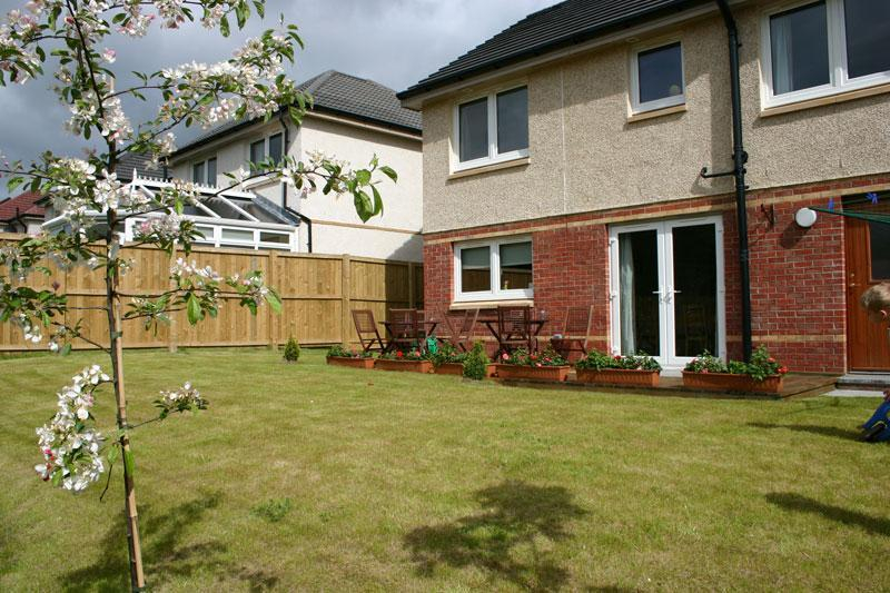 South facing back garden at Motherwell Self Catering - Motherwell Self Catering - Motherwell - rentals