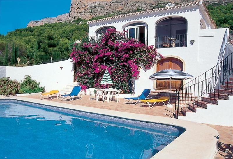 Relax on a lounger or cool off in the private pool - Villa Carls Jávea, pool, air-con, wifi, great views - Javea - rentals
