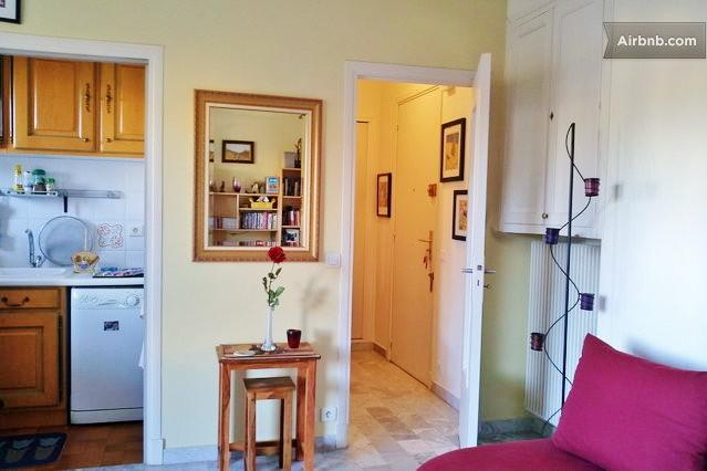 Bright, cheery and quiet studio apartment. - 3 minute walk to the beach! - Cagnes-sur-Mer - rentals
