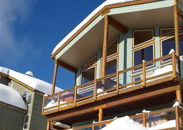 FRONT ELEVATION - Arolla Chalet D Snow Pines Location With Stunning View in Big White Sleeps 9 - Big White - rentals