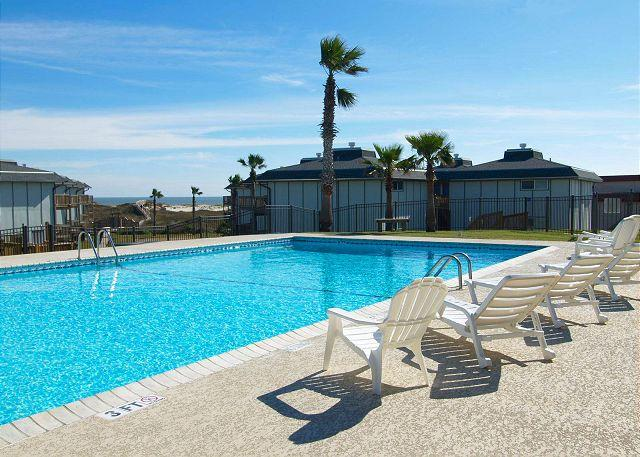 Complex Swimming pool - 2/2 condo in Gulf Front complex Beachhead, community access to play area - Port Aransas - rentals