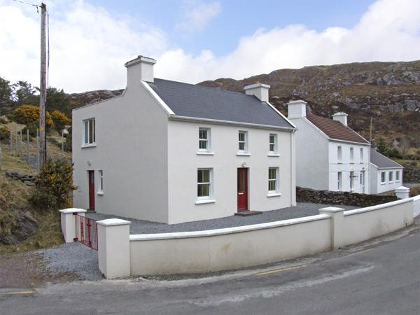 TIG ELLEN, family friendly, with a garden in Caherdaniel, County Kerry, Ref 3723 - Image 1 - Caherdaniel - rentals