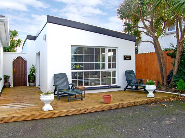 CARMEL'S LODGE, family friendly, with open fire in Kilmore Quay, County Wexford, Ref 3726 - Image 1 - Kilmore Quay - rentals