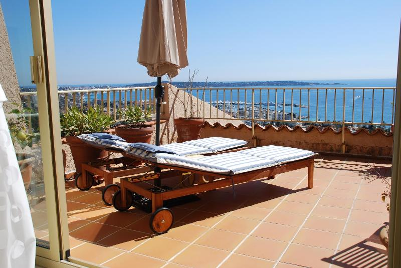 Perfect roof terrace with AMAZING views! - Possibly the best view of the Riviera coastline! - Cannes - rentals