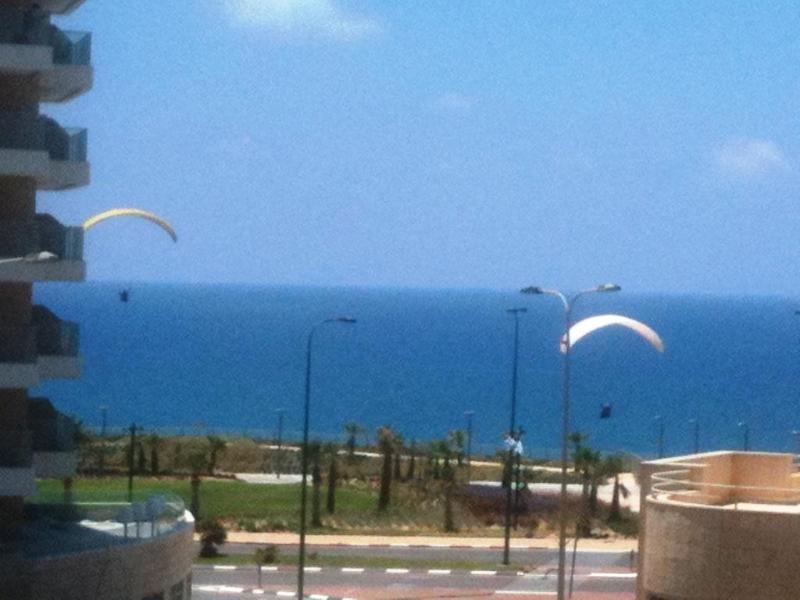 VIEW FROM LIVING ROOM WITH - 4-room apartment, 50 meters from beach,sea view - Netanya - rentals