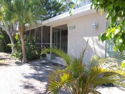 Tropical Setting for a Picture Perfect Vacation - 316 Hardin Ave - Anna Maria - rentals