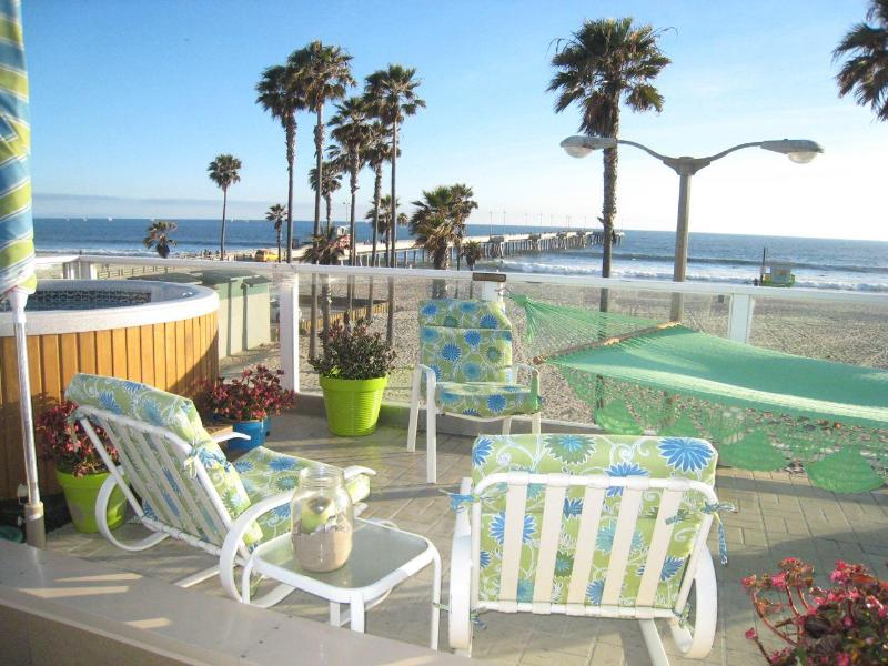 Roof deck/hot tub overlooking Venice beach & Pier - Luxury Beach Front Gem Unique in Venice Beach! - Venice Beach - rentals