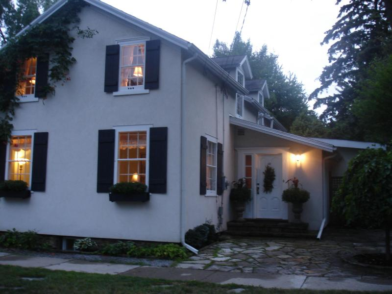 Avalon, English Country home with heated pool - Image 1 - Niagara-on-the-Lake - rentals
