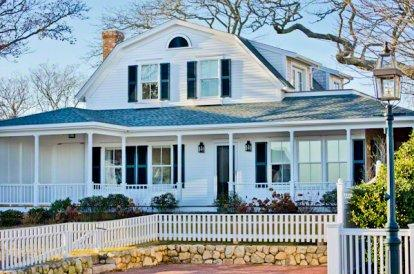 EDGARTOWN LIGHTHOUSE & HARBOR VIEW: GAMBREL WITH GUEST COTTAGE - EDG LFOR-128 - Image 1 - Edgartown - rentals