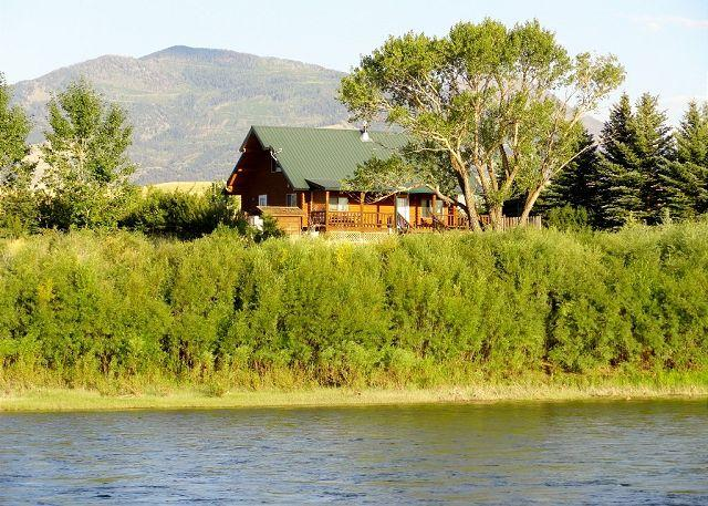 View of the cabin from the Yellowstone River. - Yellowstone Lookout Cabin - Pray - rentals