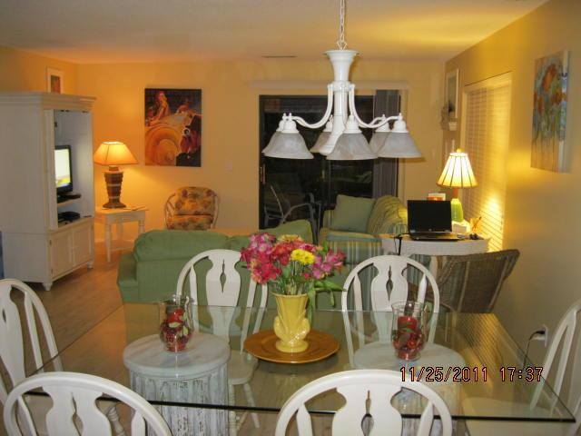 Dining and Living Room - Spacious 3 bedroom Villa Walking Distance to Beach - Hilton Head - rentals