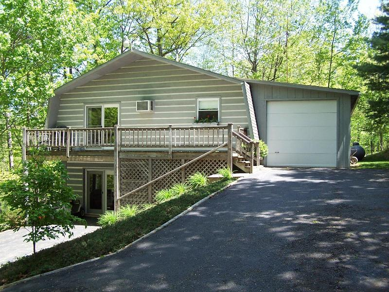 Blue Ridge Vacation Rental - Pet Friendly Vacation Rental in Blue Ridge Mtns - Lyndhurst - rentals