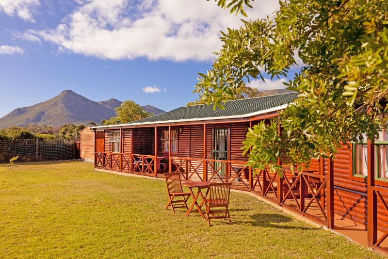 Log  Cabin family cottage - Guinea Fowl cottage - Cape Town - rentals