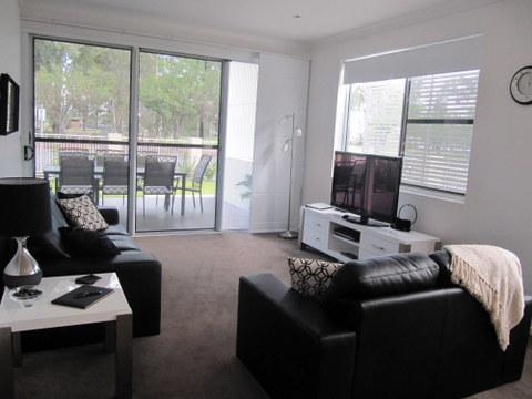Lounge room overlooks Thomas Jack Park - Dalby Serviced apartment - 3 bedroom/2 bathroom - Dalby - rentals