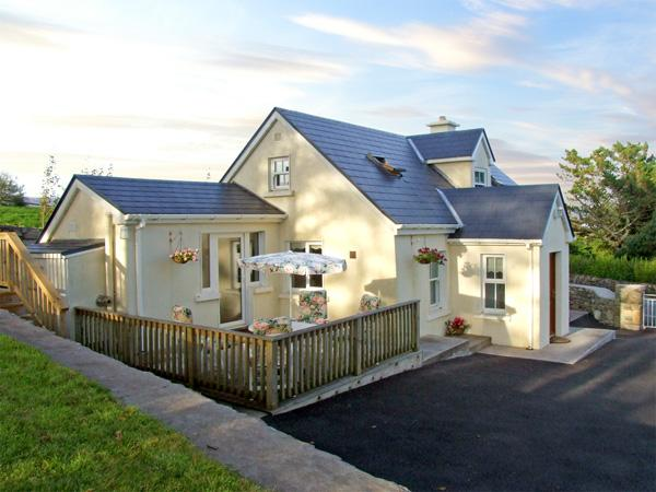 1 CLANCY COTTAGES, family friendly, with a garden in Kilkieran, County Galway, Ref 3706 - Image 1 - Kilkieran - rentals