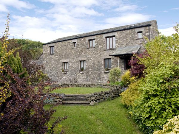 HOLLINS FARM BARN, romantic, character holiday cottage, with a garden in New Hutton, Ref 3778 - Image 1 - New Hutton - rentals