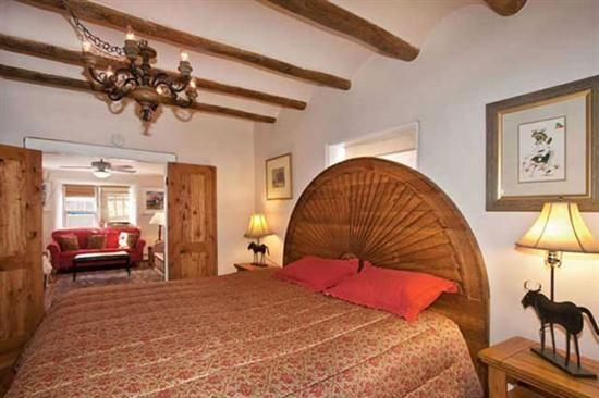 King master, hand carved head board - Mariposa /Zia - 1 Blk to Canyon, Hot Tub. Pets OK - Santa Fe - rentals