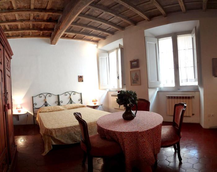 Sunny bedroom with double bed and sofà-bed - Apartment in the center of Rome near piazza Navona - Rome - rentals