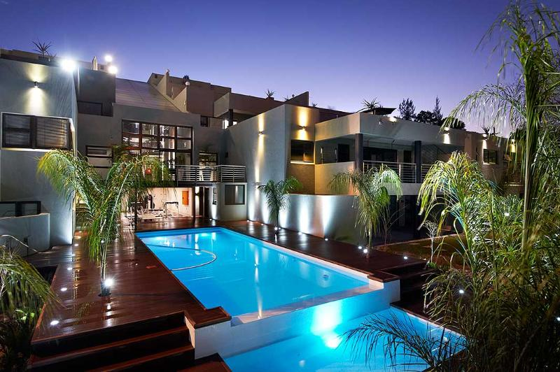 View of pool and garden - Forest Sandown Self-catering Suites - Sandton - rentals