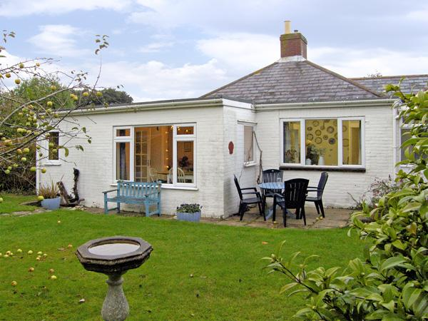 DRIFTWOOD, family friendly, with a garden in Milford On Sea, Ref 3757 - Image 1 - Milford on Sea - rentals