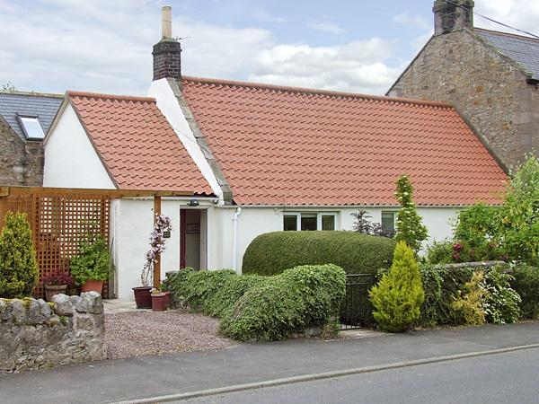 LIGHT PIPE COTTAGE, family friendly, country holiday cottage, with a garden in Lowick, Ref 3803 - Image 1 - Lowick - rentals