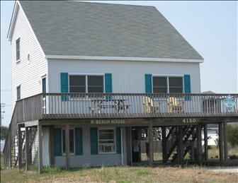 Exterior of home showing large sun deck. - R Beach House 95011 - Kitty Hawk - rentals