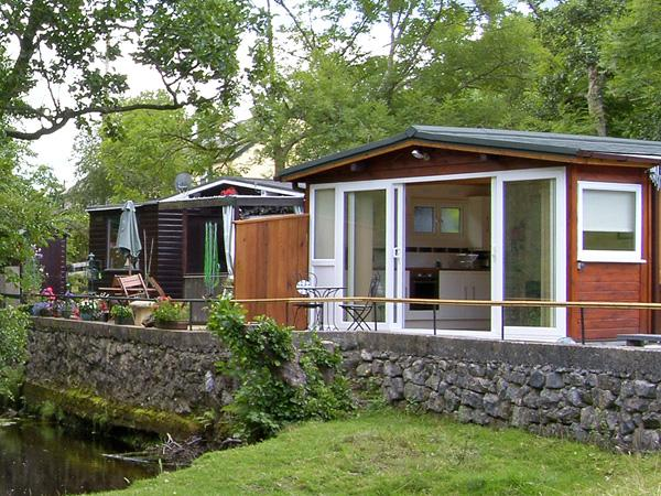 RIVER'S NEST, romantic, country holiday cottage, with a garden in Llangynog, Ref 3799 - Image 1 - Llangynog - rentals
