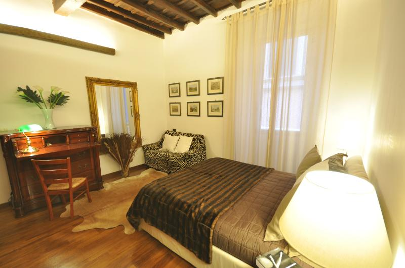 Suite Trevi, just few steps from the fountain in a small pedestrian quiet street, very quiet and charming - Image 1 - Rome - rentals