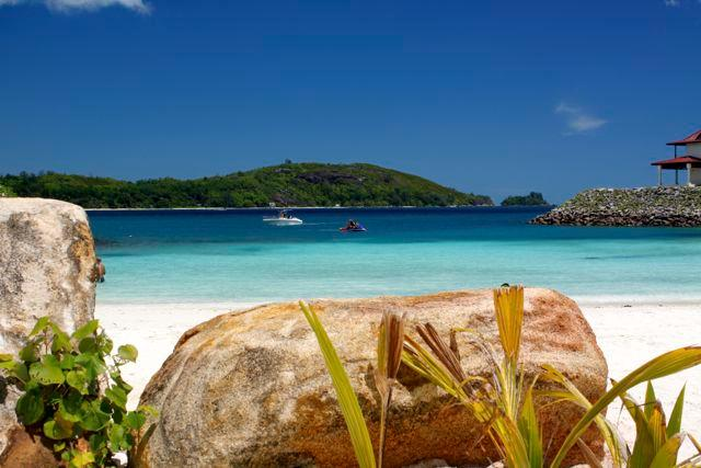 Eden Island - Anse Bernitier stunning beach with excellent snorkelling  - Luxury Maison with Private Garden & free Internet - Eden Island - rentals