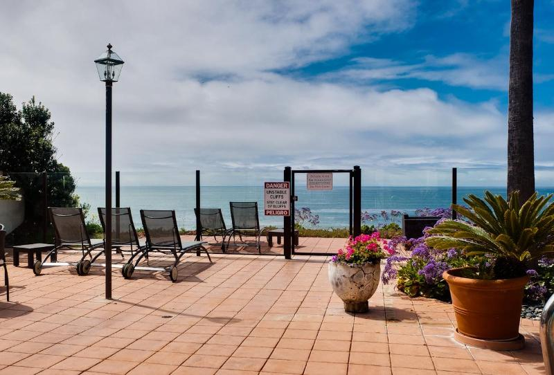 view from pool deck - Encinitas - Oceanfront complex- 3 BD - 3 BA - Moonlight Beach Club - Encinitas - rentals