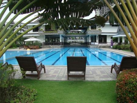 Loungers by the pool - Royal Palms Resort 2B - Balcony Overlooking Pool - Taguig City - rentals