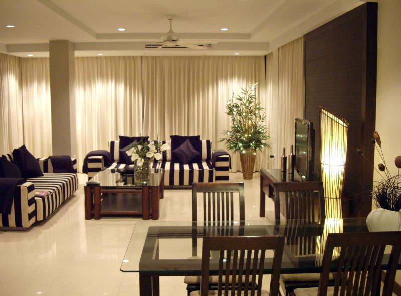Living Room - Just Steps to the Beach and Karon Town Center - Karon - rentals