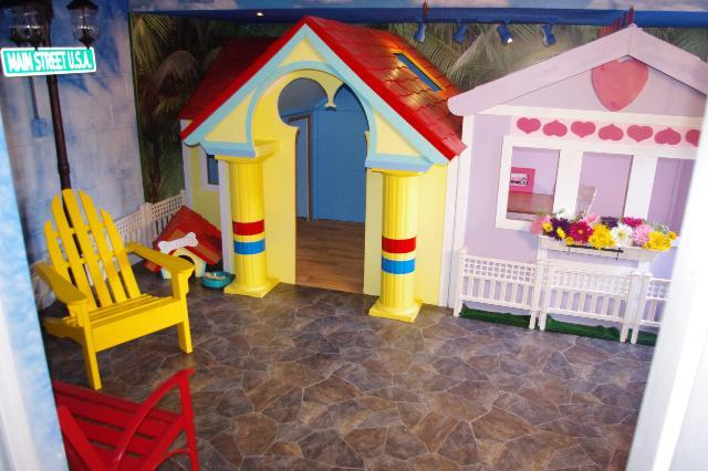 Mickey and Minnie's Playhouse. Look at these Playhouses. - Image 1 - Kissimmee - rentals