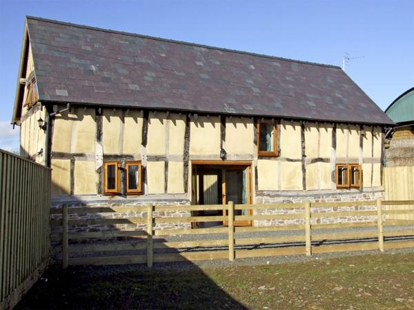 THE HOP KILN, family friendly, character holiday cottage, with a garden in Luntley, Ref 3806 - Image 1 - Pembridge - rentals
