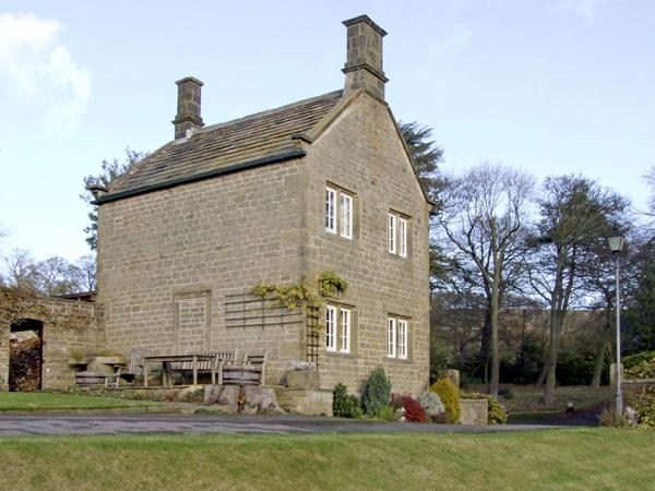 UNDERBANK HALL COTTAGE, pet friendly, country holiday cottage, with a garden in Stocksbridge, Ref 3839 - Image 1 - Stocksbridge - rentals