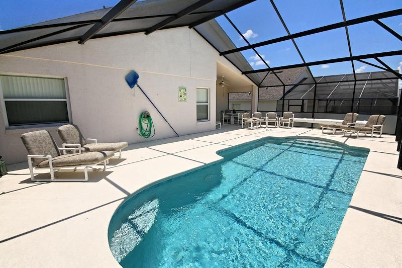 Sparkling Pool with Large Sunny Deck, Relaxing sun Loungers, Imagine Yourself There - Arkvilla...  Happy Memories That Last A Lifetime - Davenport - rentals