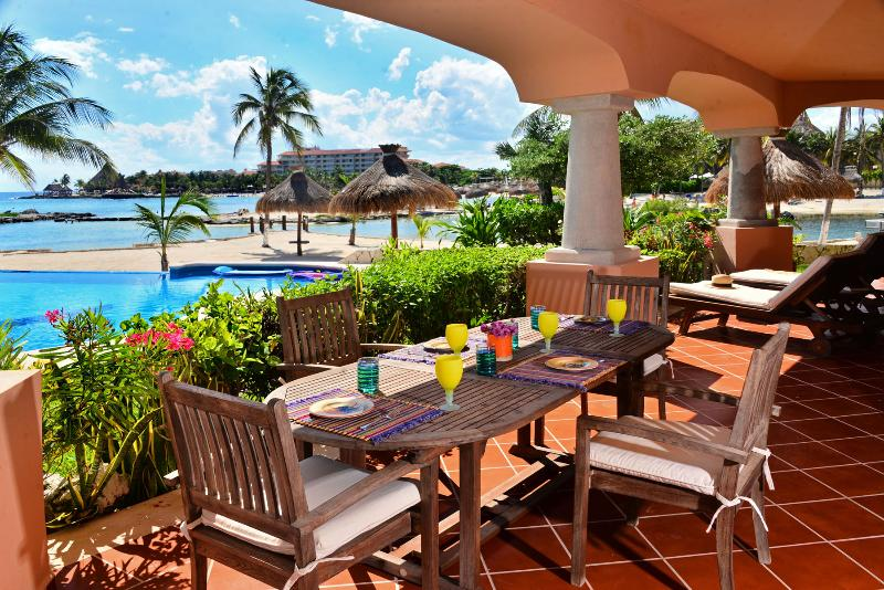 large covered terrace with dining and chaise lounges - Steps from the Pool and Beach - Laguna del Mar - Puerto Aventuras - rentals