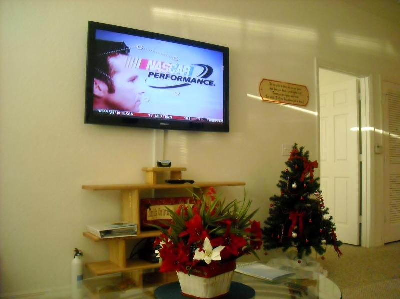 50 inch HDTV - Deluxe Waterfront, 4 HDTV's,WiFi, Resort Amenities - Kissimmee - rentals