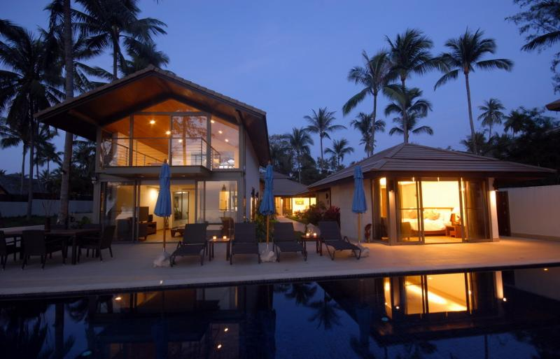 As evening falls upon Akuvara - Akuvara - the ultimate luxury beachfront getaway ! - Koh Samui - rentals