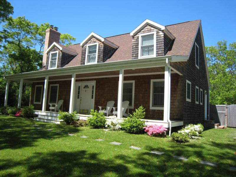 Spacious, beautifully maintained Cape Cod style vacation home. - Stunning and Spacious. Walk to Harbor and Sunsets! - East Hampton - rentals