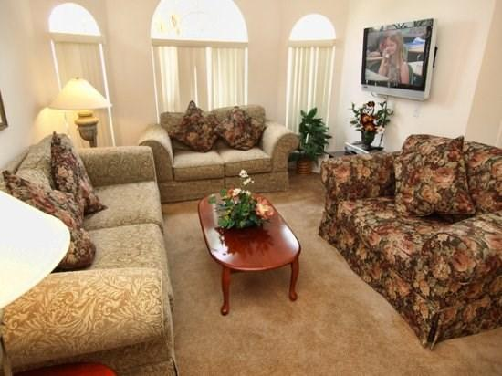 Living Room View with Flat Screen TV  - BWC3P222LP 3 BR Modern Home With 2 Master Suites and South Facing Pool - Davenport - rentals