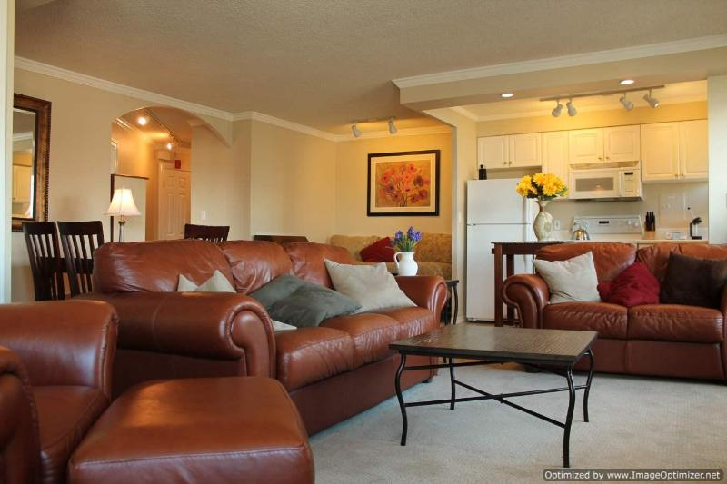 1BD Penthouse Living Room - Convention Center and Pikes Place Market comined with Views, Comfort & Location - Unbeatable combination - Seattle - rentals