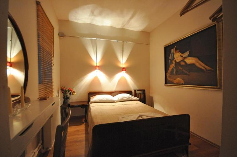 Ideal flat for 2 people at the center of Istanbul - Image 1 - Istanbul - rentals