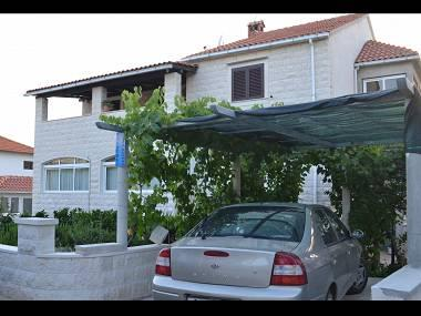 parking (house and surroundings) - 03301SUPE  A1(2+3) - Supetar - Supetar - rentals