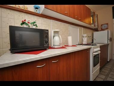 R1(3): shared kitchen - 01509OMIS  R1(3) - Omis - Central Dalmatia - rentals