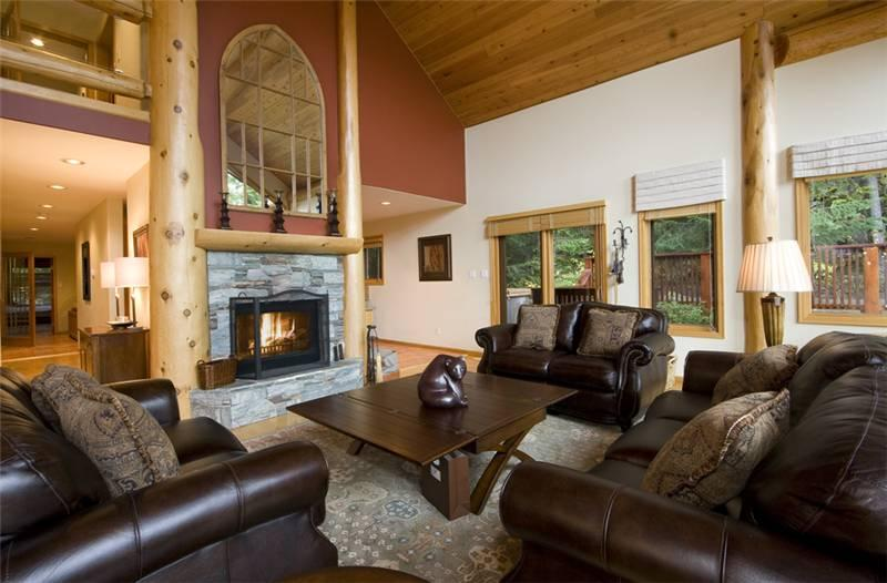 Spacious Main Living Area with Fireplace - Falcons Nest | Whistler Platinum | Private Hot Tub - Whistler - rentals