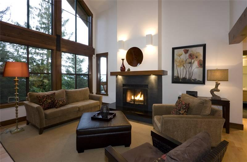 Living Room with Vaulted Ceilings and Gas Fireplace - Northern Lights 41 | Whistler Platinum | Hot Tub - Whistler - rentals