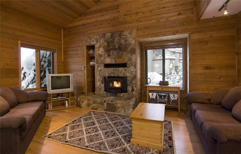 Rustic Open Concept Living Area with Fireplace - Telemark 8 | Whistler Platinum | Ski-In Access - Whistler - rentals