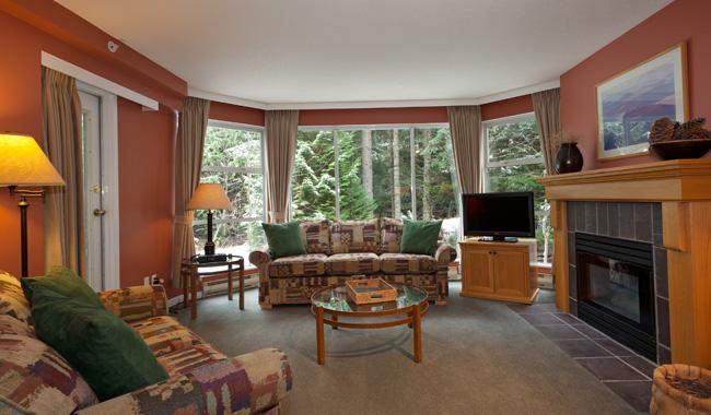Cozy Living Area with Gas Fireplace, Flat Screen TV - Woodrun 416 | Whistler Platinum | Ski-in/Ski-out - Whistler - rentals